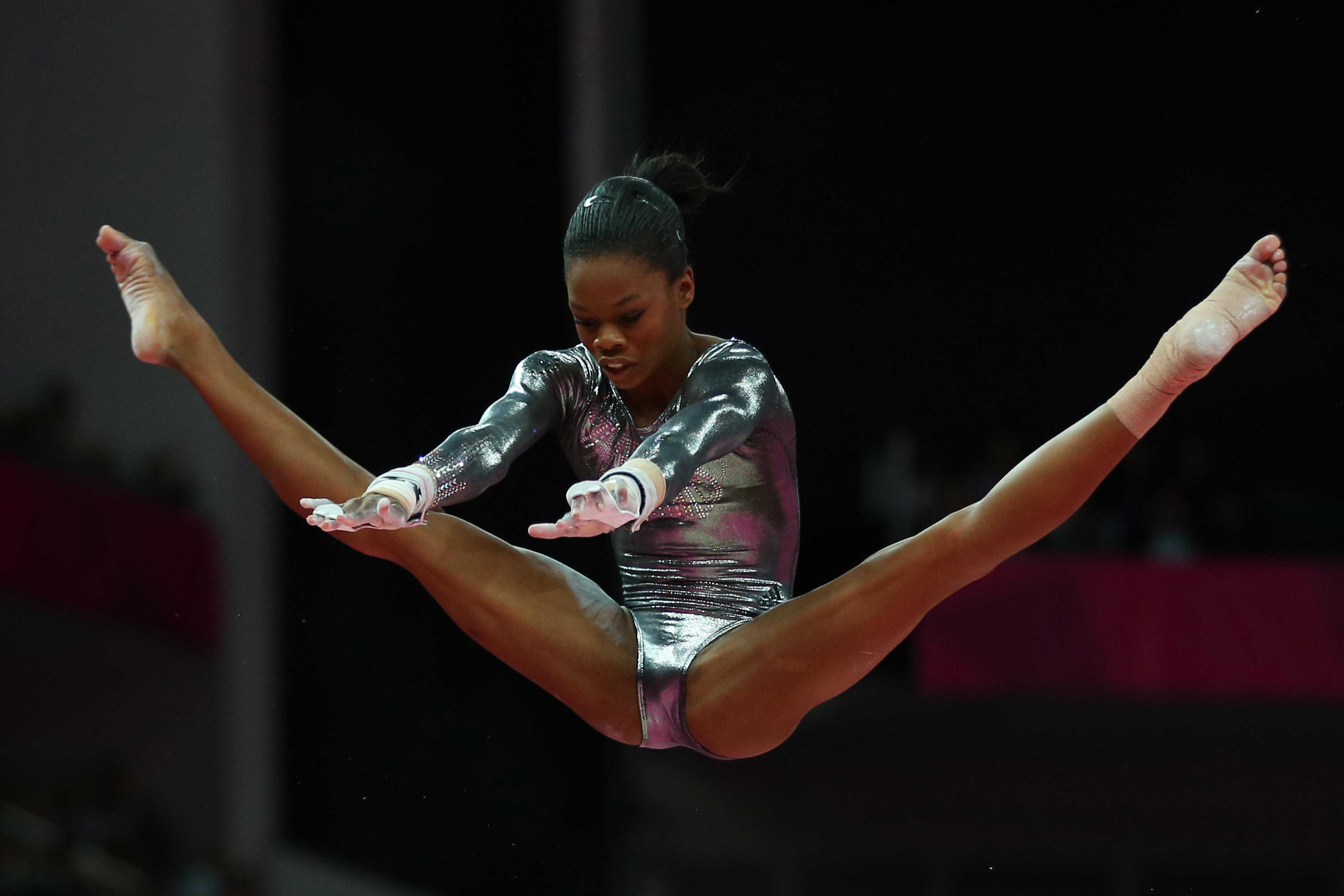 фото гимнастка мокрая попка главной
